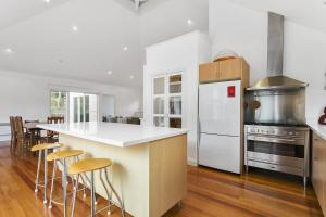 A kitchen or kitchenette at Perfect Blairgowrie Beach House