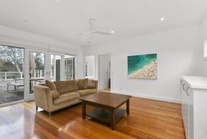 A seating area at Perfect Blairgowrie Beach House