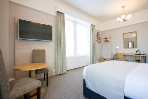 A bed or beds in a room at Innkeeper's Lodge Ilkley