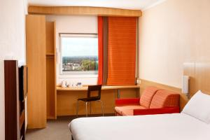 A bed or beds in a room at ibis Nottingham Centre