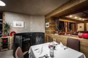 A restaurant or other place to eat at Gourmet Hotel Gran Ander