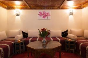 A seating area at Riad Hna Ben Saleh