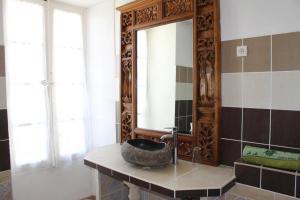 Salle de bains dans l'établissement Les Chambres du Clos des Capucins
