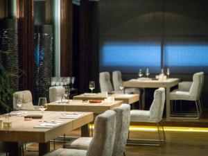 A restaurant or other place to eat at Hotel Restaurant Spa Rosengarten