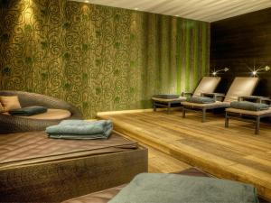 A seating area at Hotel Restaurant Spa Rosengarten