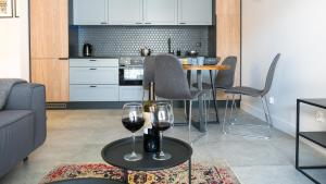 A kitchen or kitchenette at City Center - Riverside by Apartmore