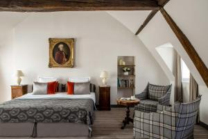 A bed or beds in a room at Hotel d'Orsay - Esprit de France