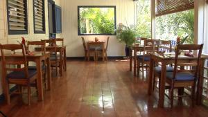 A restaurant or other place to eat at La Posada Azul