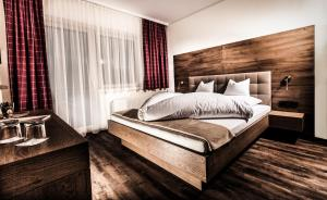 A bed or beds in a room at Aktivhotel Tuxerhof
