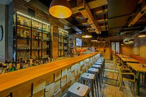 A restaurant or other place to eat at Sobe Merlon