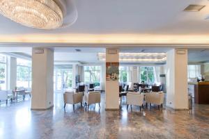 Un restaurant sau alt loc unde se poate mânca la Hotel London