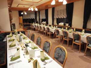 A restaurant or other place to eat at Gasthaus Zum Spalterwald