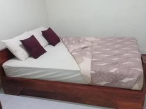 A bed or beds in a room at Mahkota Homestay