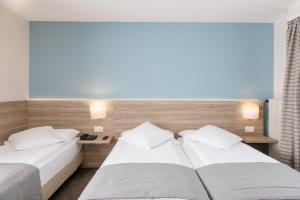 A bed or beds in a room at Hôtel de Chailly