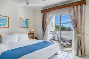A bed or beds in a room at Santa Barbara Golf and Ocean Club By Diamond Resorts