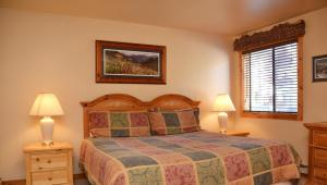 A bed or beds in a room at Park Place by Ski Village Resorts