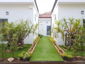 A garden outside Phannarai House