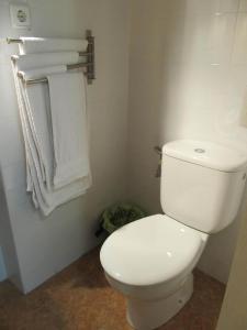 A bathroom at Hostal Las Torres