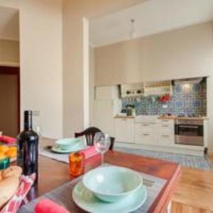 A kitchen or kitchenette at Apartments Florence- Palazzo Pitti