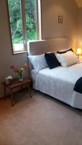 A bed or beds in a room at Akaroa FyrneBrooke House