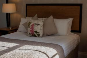 A bed or beds in a room at The Riverside House Hotel