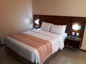 A bed or beds in a room at Hotel Princesa Louçã