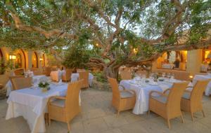 A restaurant or other place to eat at Hotel Ta' Cenc & Spa