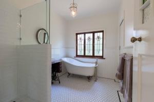 A bathroom at Sweet Love - Byron Bay Hinterland