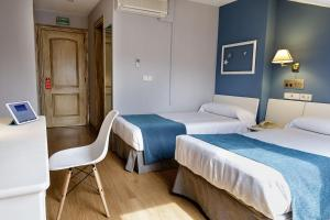 A bed or beds in a room at Albergue Jakue
