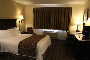 A bed or beds in a room at Valley Inn Sanford Medical Center
