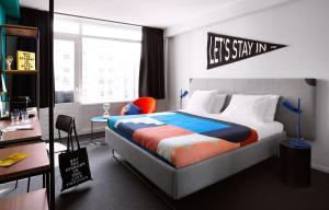 Een bed of bedden in een kamer bij The Student Hotel The Hague