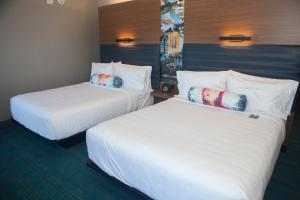 A bed or beds in a room at Aloft Austin Downtown