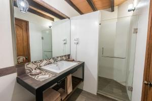 A bathroom at Hotel Abadia Tradicional