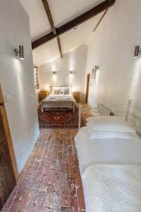 A bed or beds in a room at Meadow Cottage Guest House