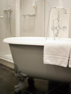 Ein Badezimmer in der Unterkunft Hotel Stadthaus