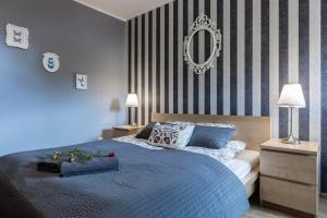A bed or beds in a room at Apart-Styl Apartamenty Zakopane