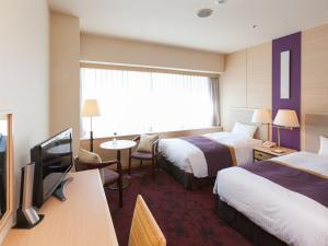 A bed or beds in a room at Chofu Creston Hotel