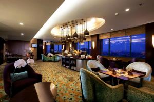 The lounge or bar area at Hotel Ciputra Semarang managed by Swiss-Belhotel International