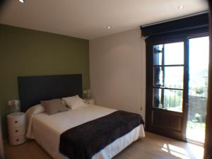 A bed or beds in a room at El Mirador de Ainsa