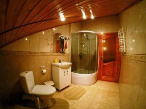 A bathroom at Guest House U Stasuka