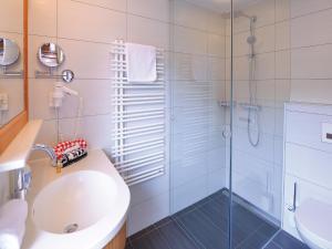 A bathroom at Pension Cafe Fritz