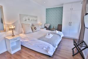 A bed or beds in a room at Abington Manor Fish Hoek Guesthouse