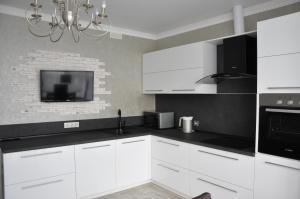 Кухня или мини-кухня в Выбор-Апартаменты премиум класса с видом на море