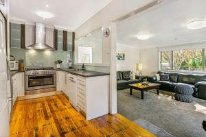 A kitchen or kitchenette at Bonnie Blairgowrie
