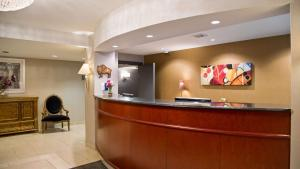 The lobby or reception area at Best Western On The Avenue