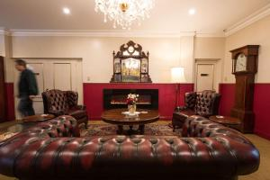 A seating area at Studio Guest Suites