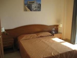 A bed or beds in a room at Campus Hotel
