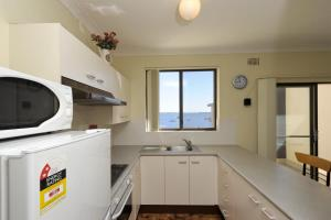 A kitchen or kitchenette at Bay Village, Unit 10/47 Shoal Bay Road