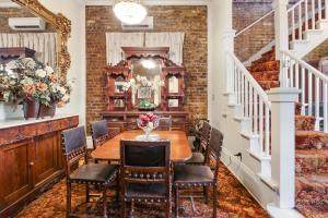 A restaurant or other place to eat at New Orleans Guest House