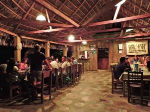 Un restaurante o sitio para comer en Campamento Rio Lacanja